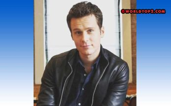 Jonathan Groff Biography