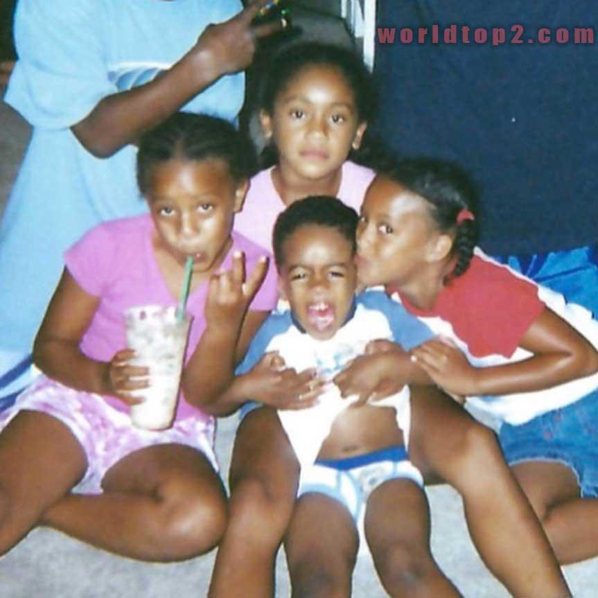 Saweetie with her siblings